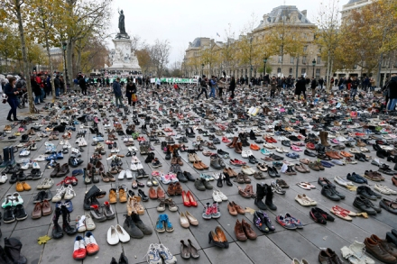 epa05047061 Thousands of pairs of shoes are displayed at Republique Square on the eve of the COP21 Conference opening, Paris, France, 29 November 2015. The 21st Conference of the Parties (COP21) due to be held in Paris from 30 November to 11 December will proceed as planned, despite the terrorist attacks of 13 November.  EPA/IAN LANGSDON